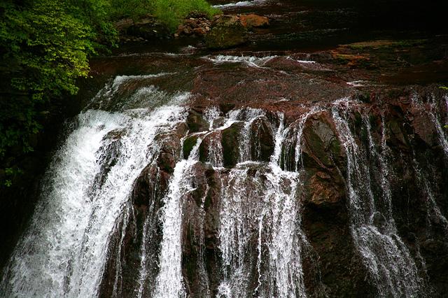 川から滝へ