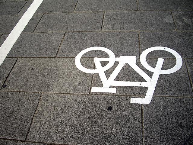 歩道の自転車マーク