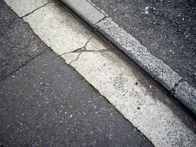 道路の段差