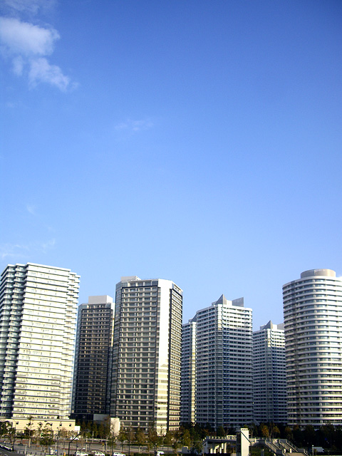横浜の高層マンション群の無料写真素材