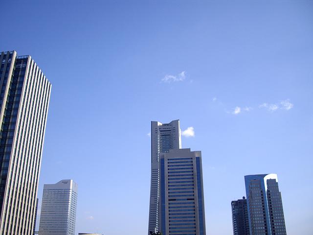 横浜の高層ビル