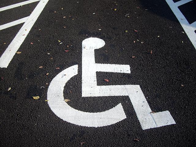 駐車場の車椅子マーク