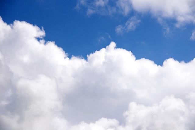 真っ白な雲