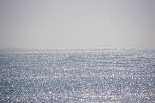 輝く海と水平線