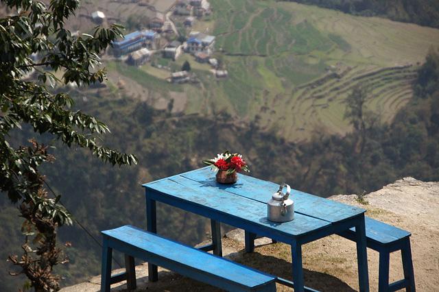 山の上のテーブル
