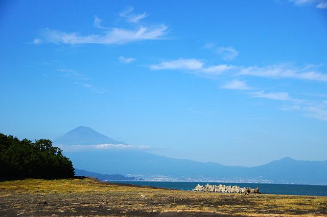 三保の松原から見た富士山のフリー写真素材