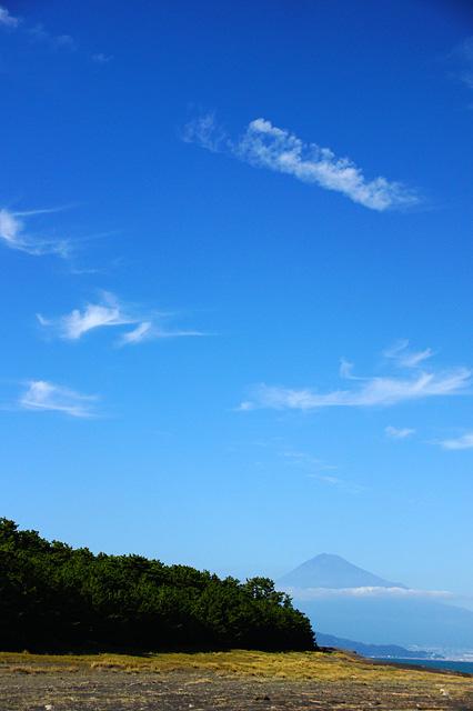 透き通った青空と富士山