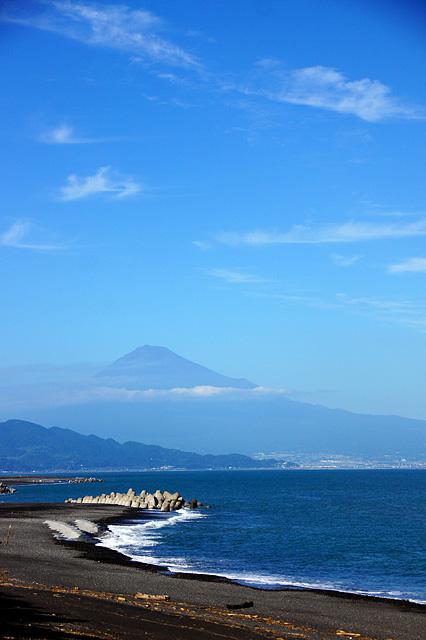 波打ち際と富士山