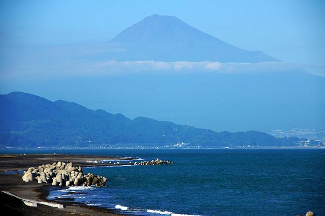 三保の松原から望む富士の写真素材 フリー