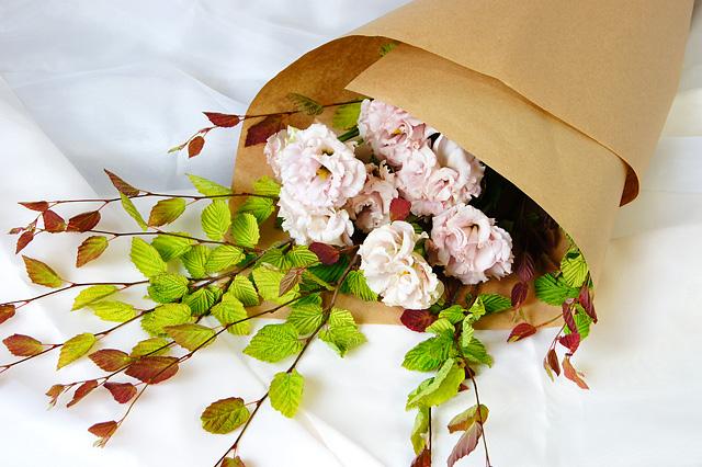 トルコキキョウと日向ミズキの花束