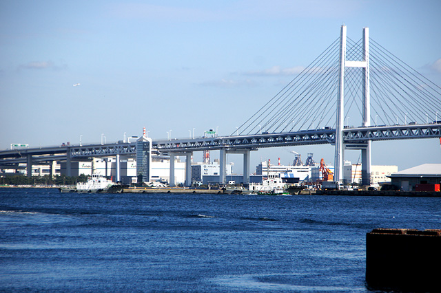 横浜港とベイブリッジ