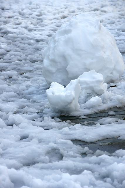 雪ダルマの痕跡