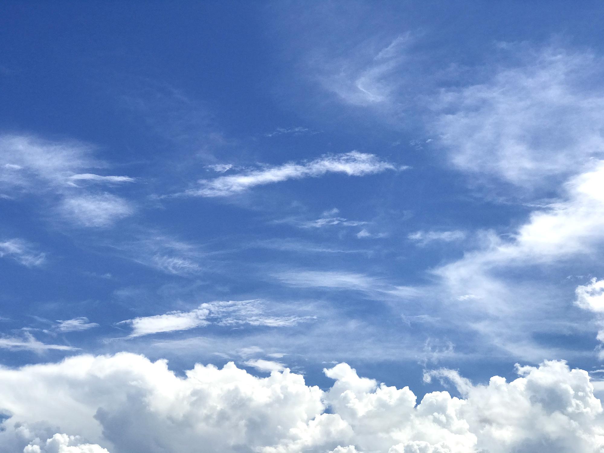 9月の晴れた空の写真のフリー素材