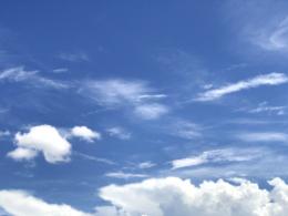 晴れた日の空のフリー素材