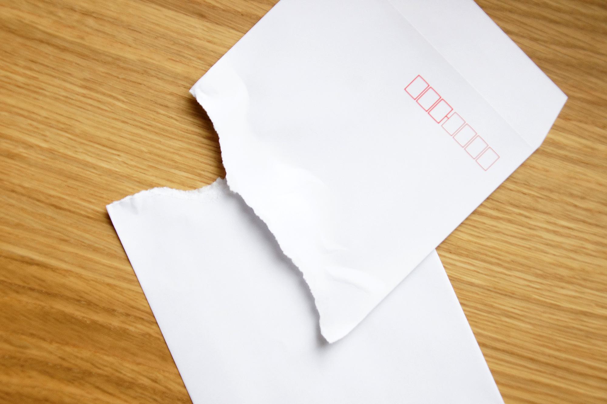 破かれた封筒