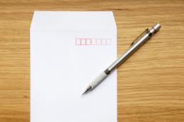 封筒とシャープペンの無料写真素材