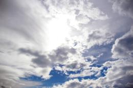 雨雲が去った後の空のフリー画像素材