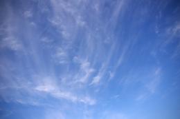 青空に薄い雲