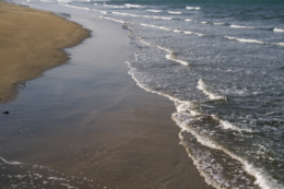 打ち寄せる波の無料画像素材
