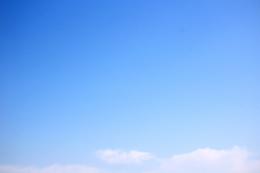 スカイブルーの青空