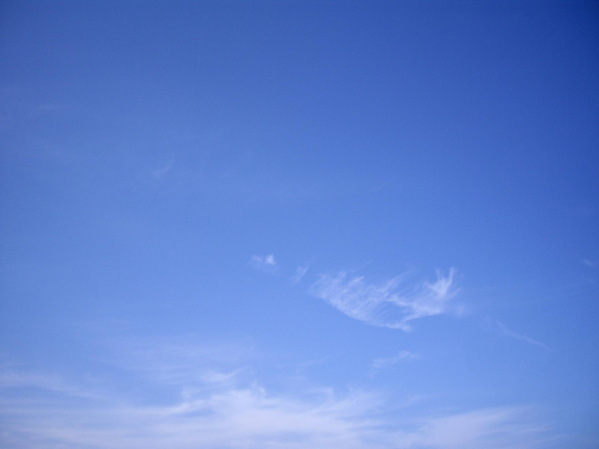 青い空のフリー写真素材