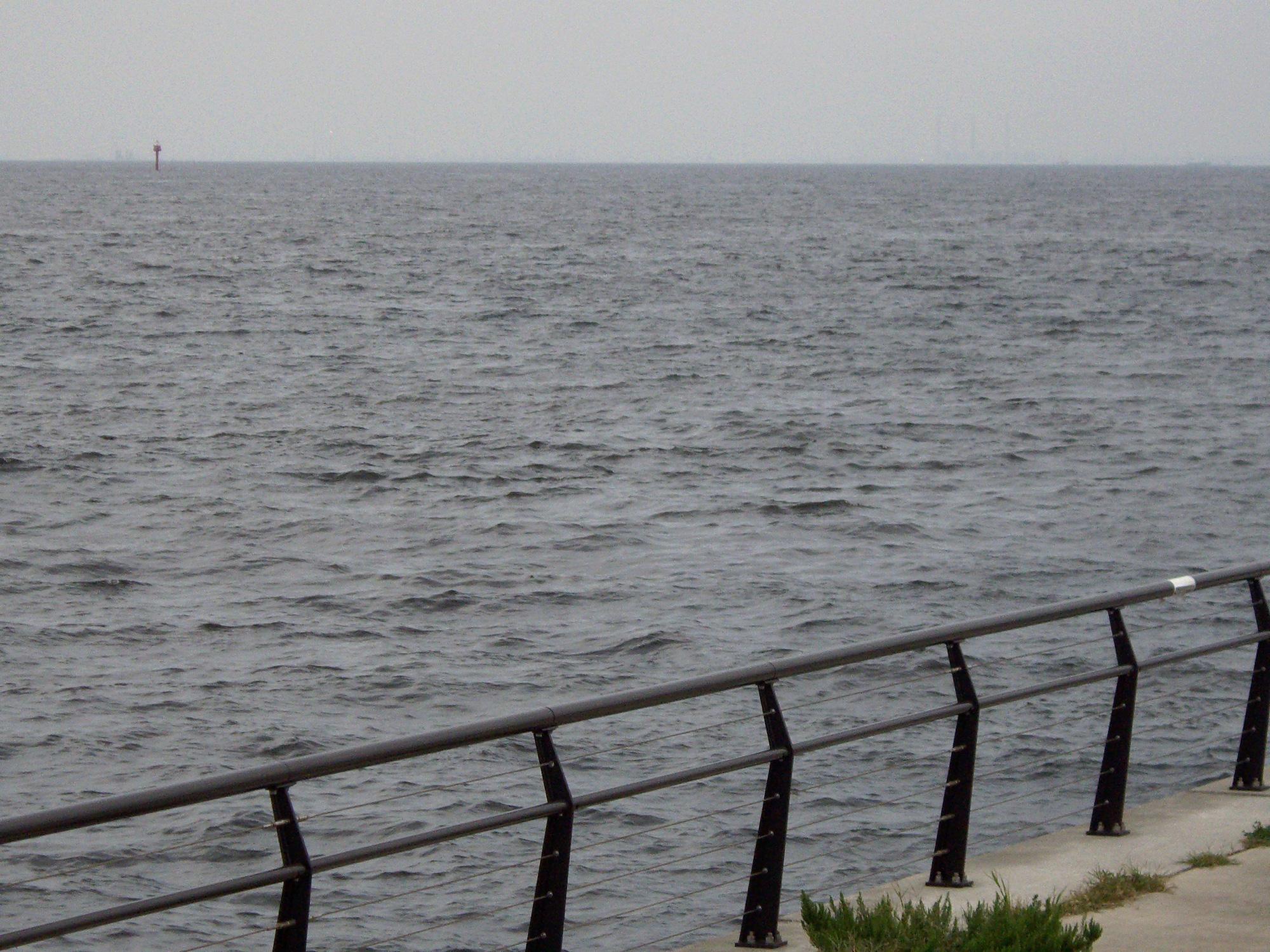 寂しげな東京湾の無料写真素材