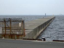 立ち入り禁止の防波堤の無料写真素材