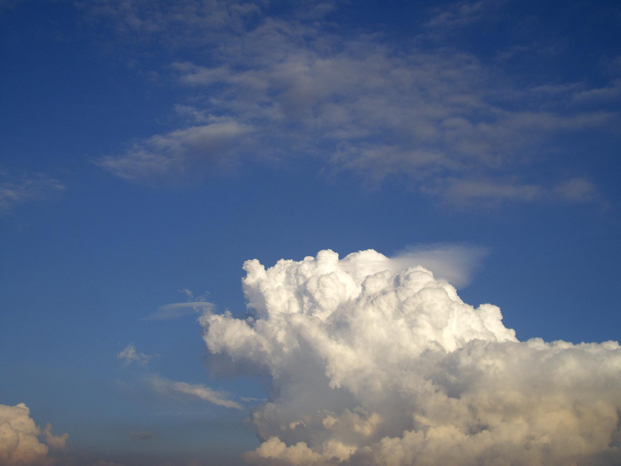 西日の夏空の無料写真素材