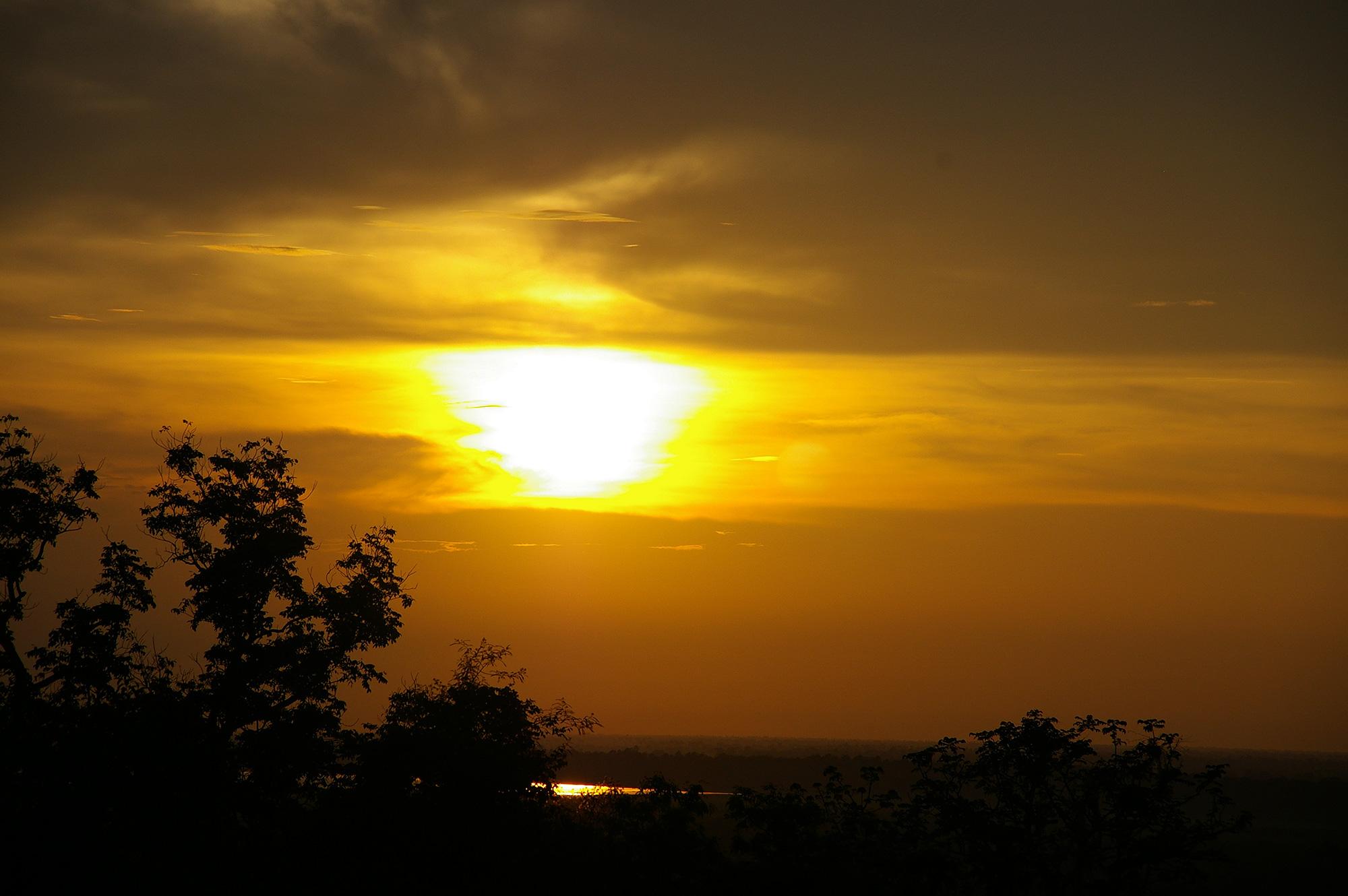 滲む夕日の写真素材(無料)