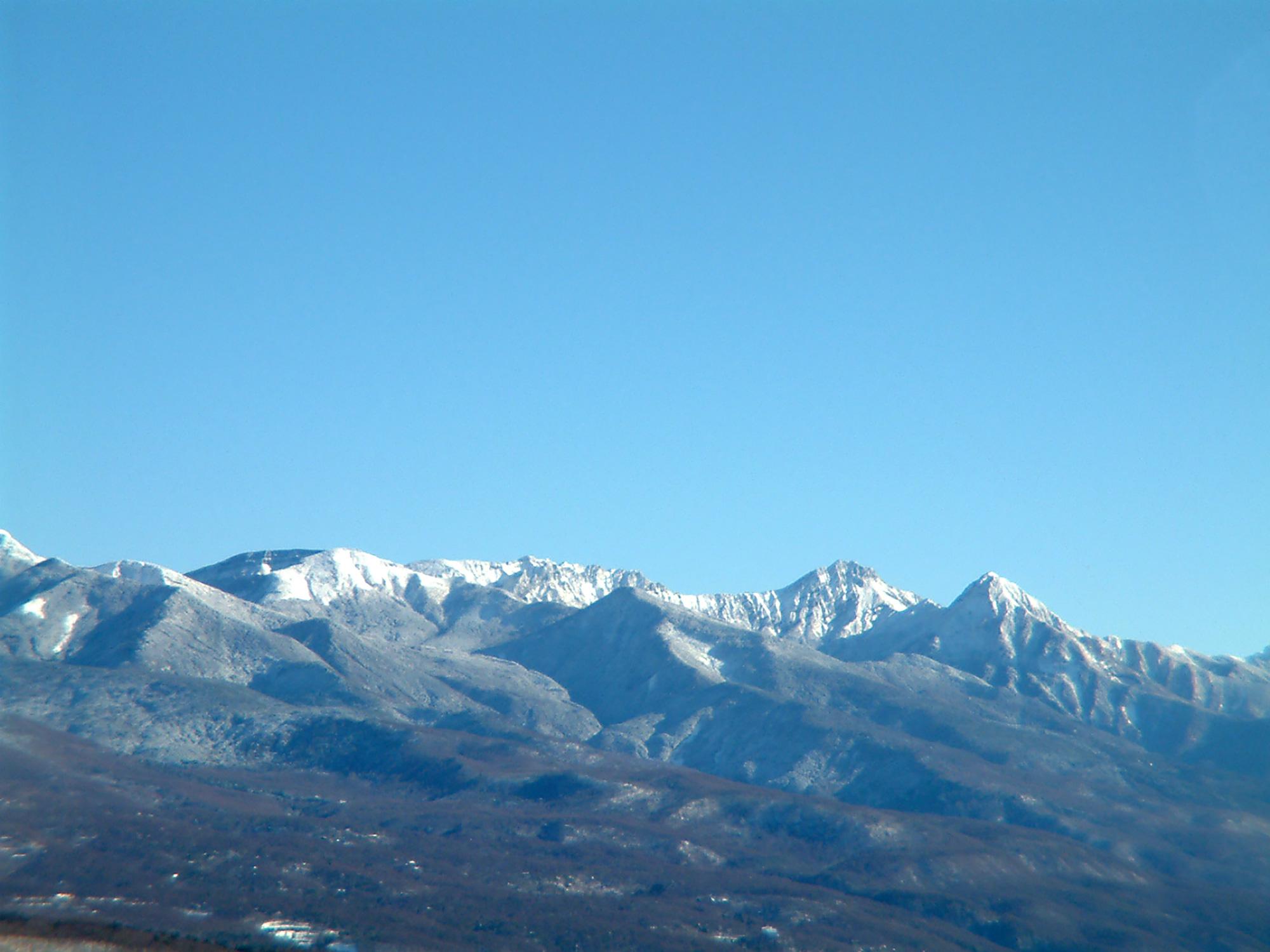 雪山と青空の写真のフリー素材