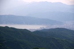 山から見た湖のフリー写真素材