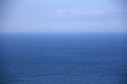 霞む水平線の無料写真素材