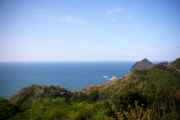 海に突き出た崖の無料写真素材
