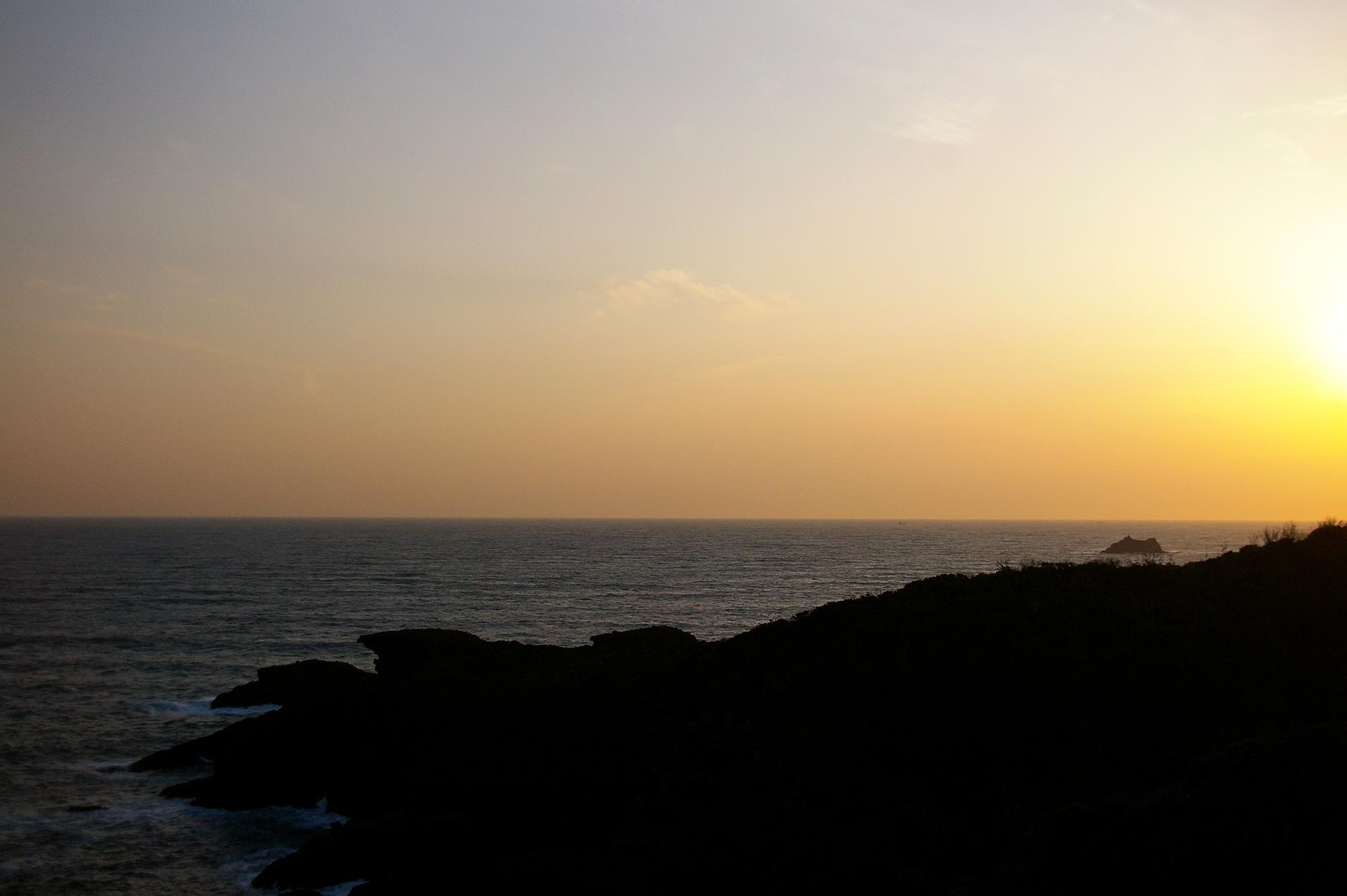 夕暮れの水平線