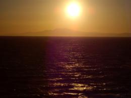 橙色に染まる夕焼けの空の無料写真素材