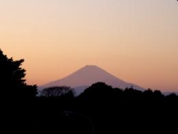 夕焼けの空と富士山