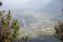 山の麓の町の写真のフリー素材