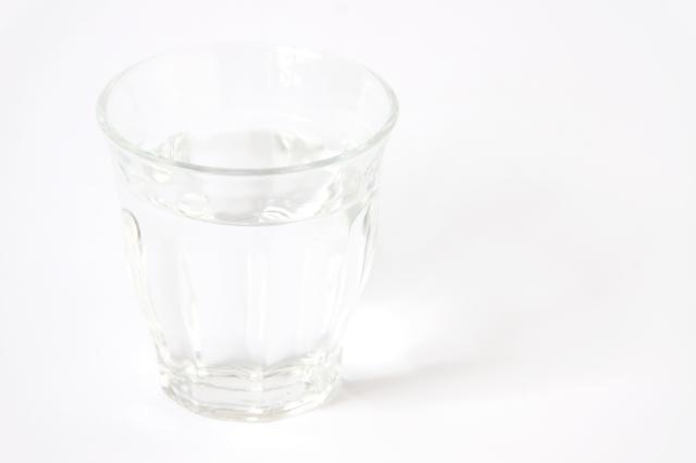 グラスの水のフリー写真素材