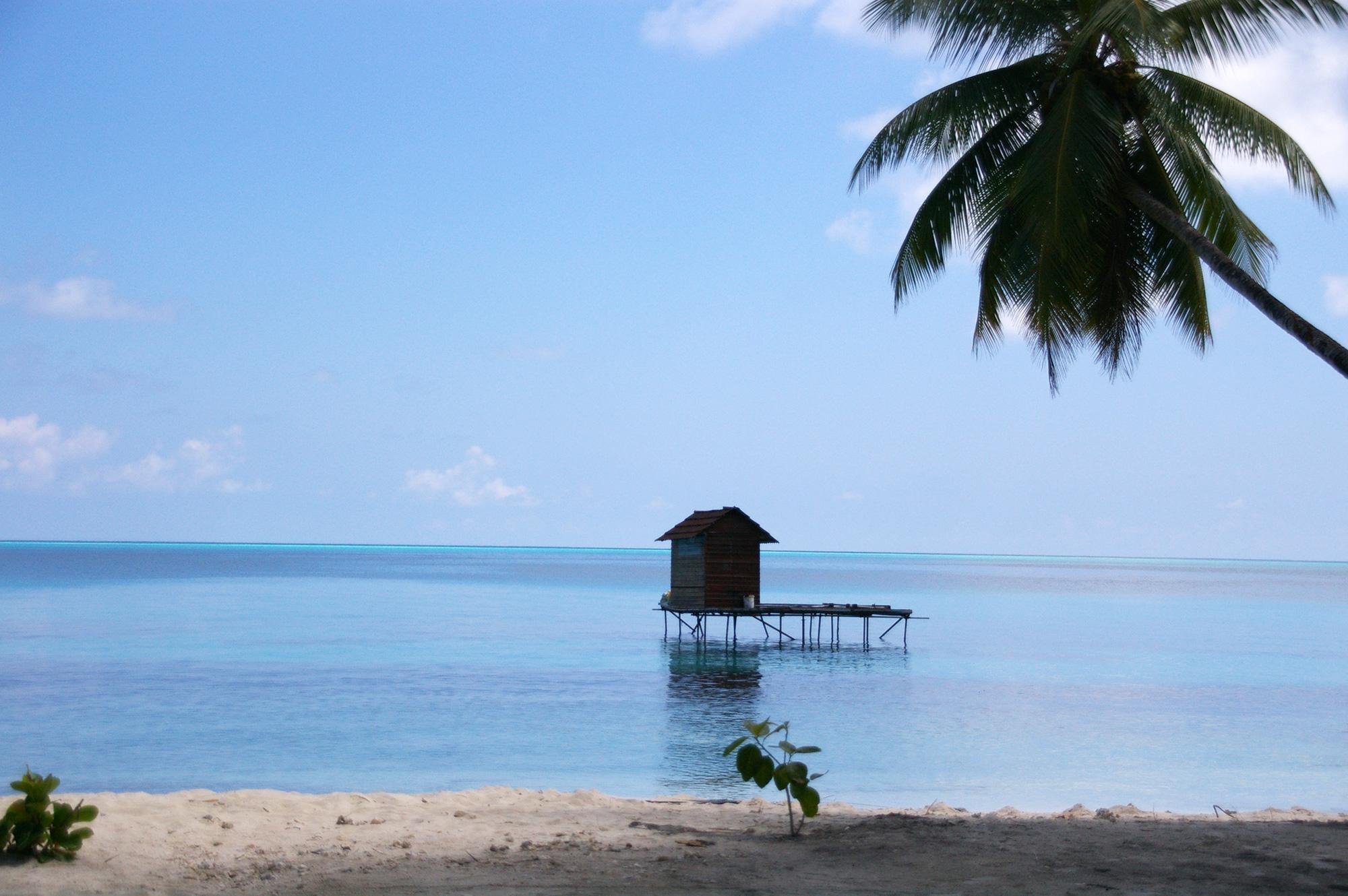 海の上の小屋のフリー写真素材