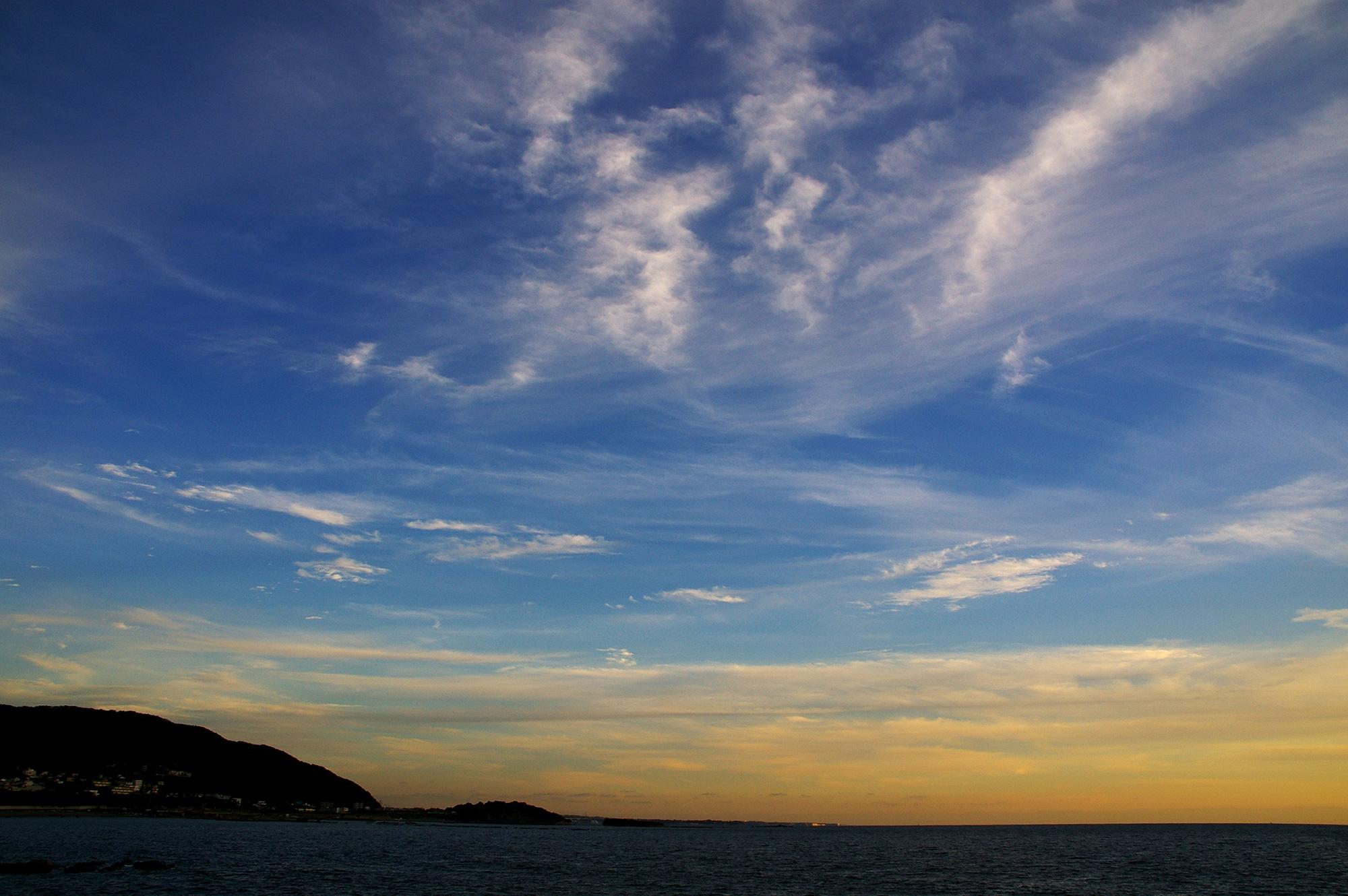 海辺の夕焼けのフリー写真素材