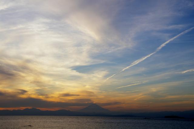 夕焼けと富士山のフリー写真素材