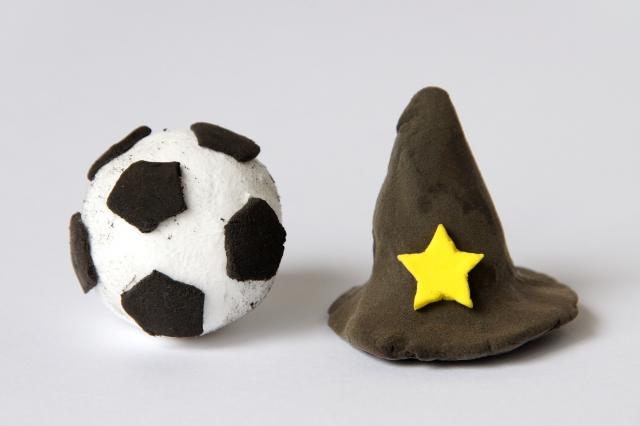 サッカーボールと魔法使いの帽子