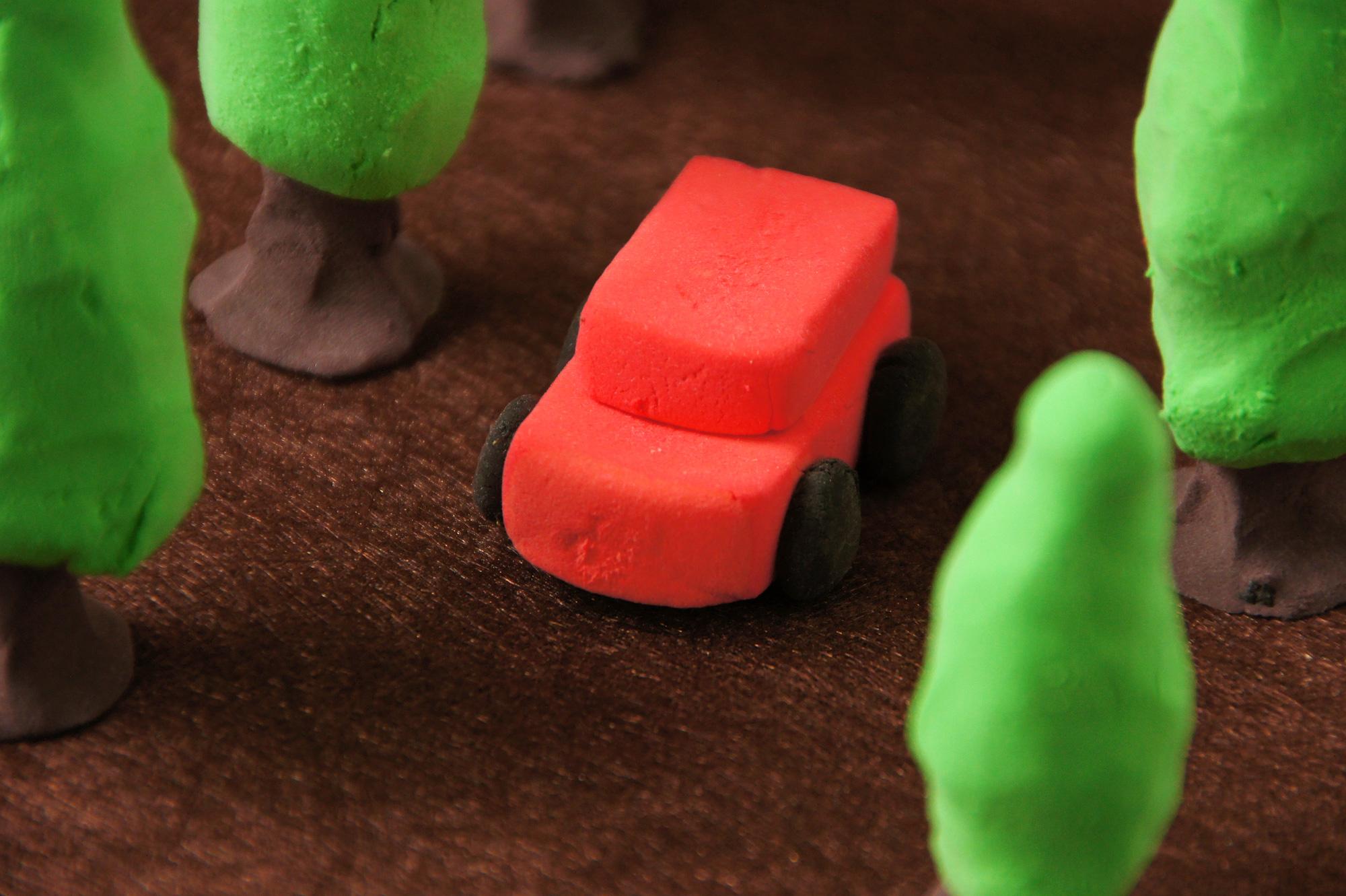 自動車と森