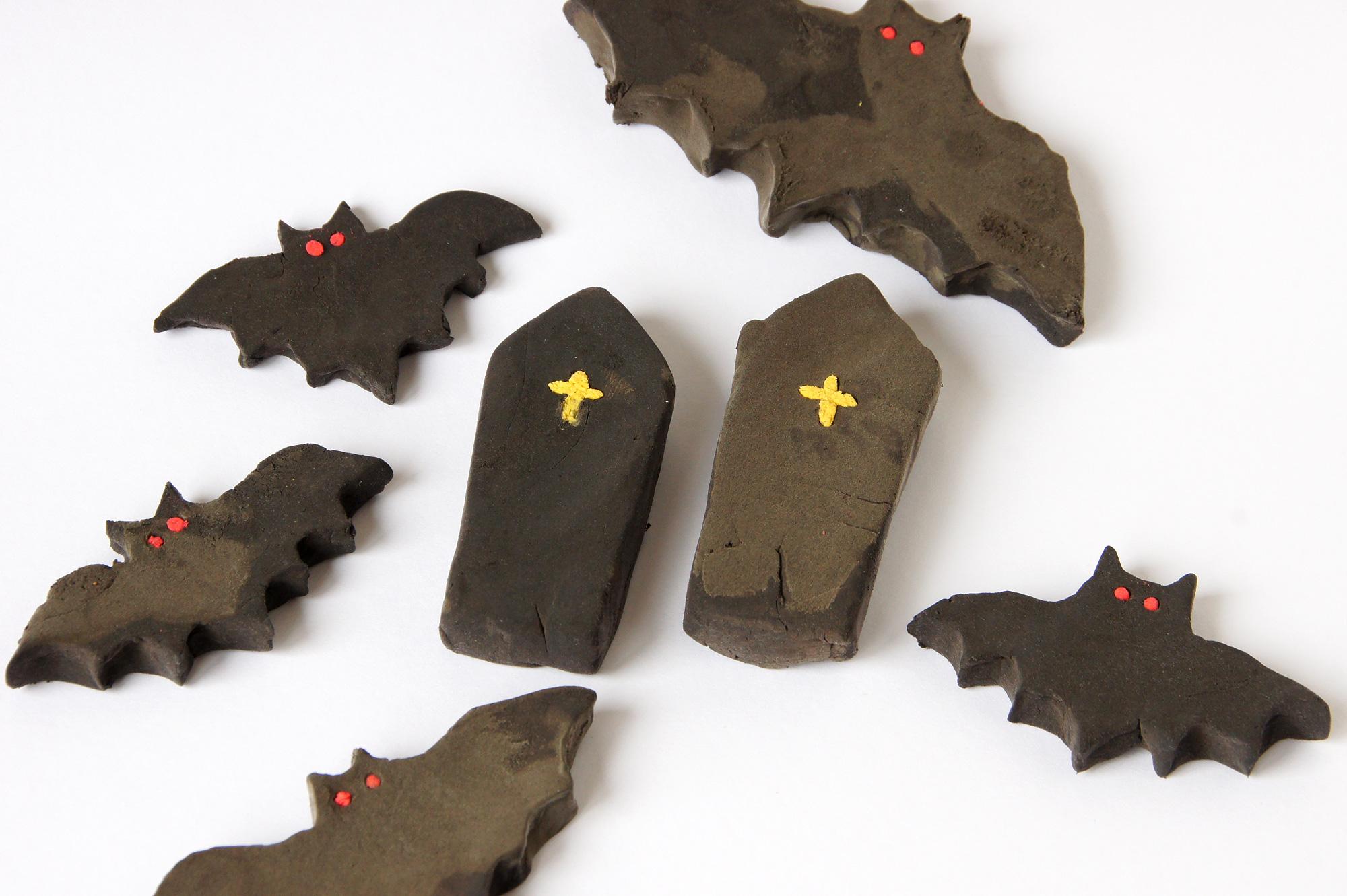 粘土のコウモリと棺