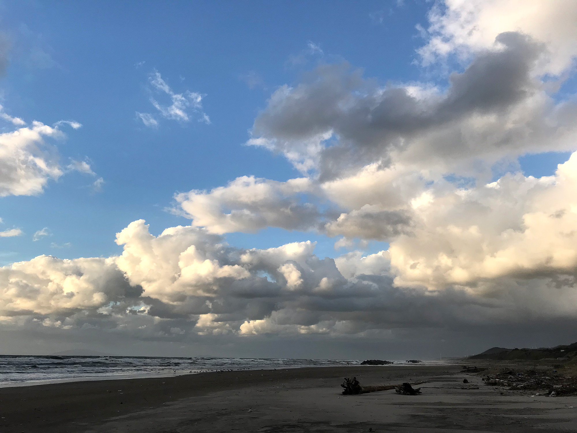人気のない海岸の無料写真素材