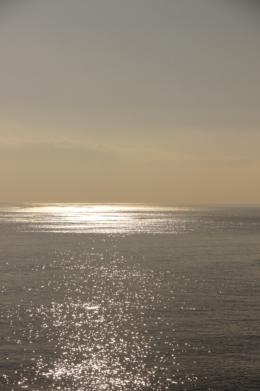 キラキラ光る海のフリー写真素材