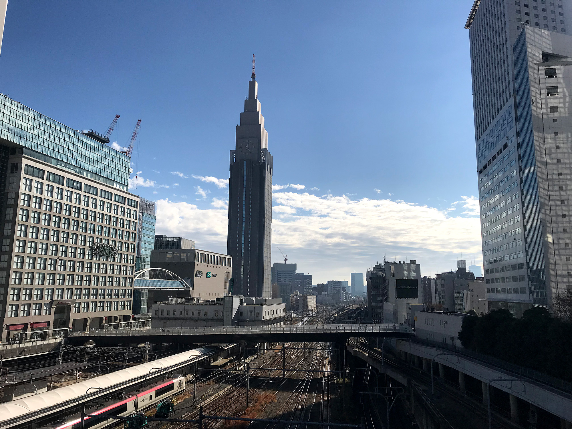 新宿南口方面のフリー写真素材
