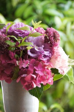 紫色のトルコキキョウの花束のフリー写真素材