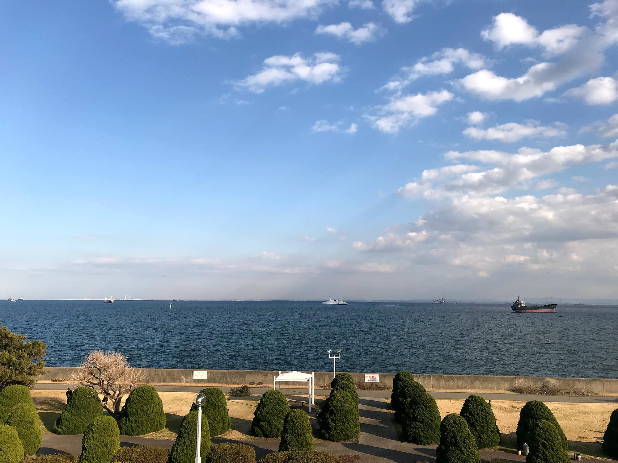 海が見える公園の写真の無料画像素材