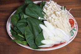 しゃぶしゃぶ用の野菜の写真のフリー素材